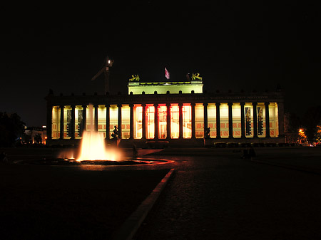 Foto Nationalgallerie bei Nacht - Berlin