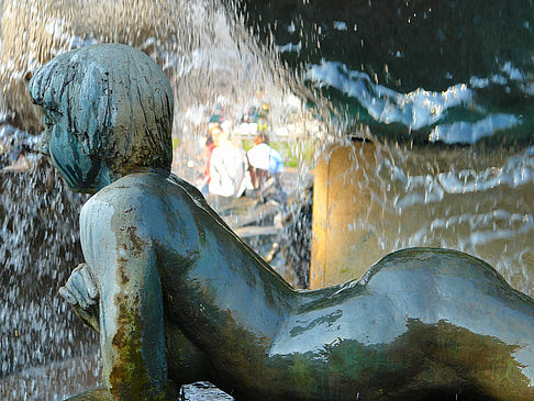 Figuren am Brunnen - Berlin (Berlin)