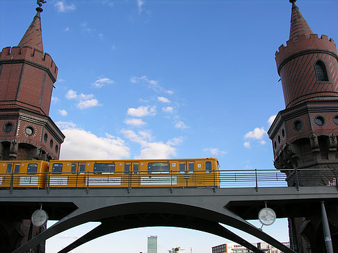http://www.berlin.citysam.de/fotos-berlin/berlin/mediaspree/oberbaumbruecke/oberbaumbruecke-45.jpg
